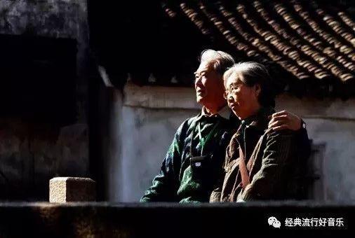 都说中国游客素质低,这些外国人素质就高了?