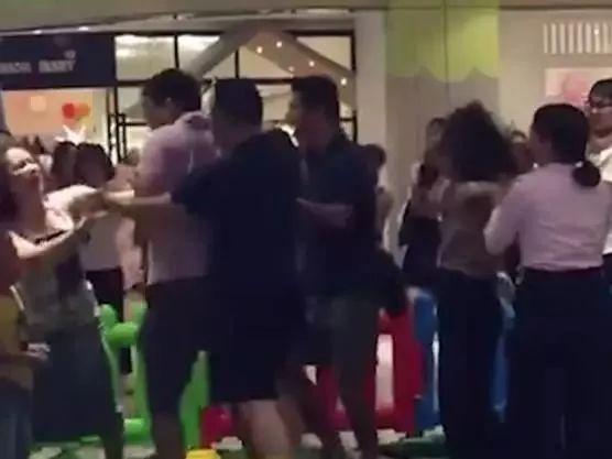 """新一年财富榜公布 """"奶茶妹妹""""章泽天成最年轻富豪"""