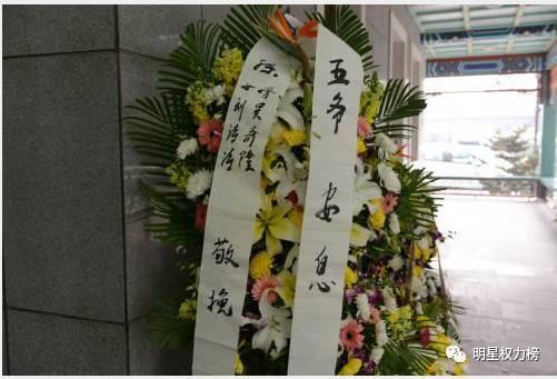 感恩春运:北京西站执勤武警小憩睡姿惹人疼