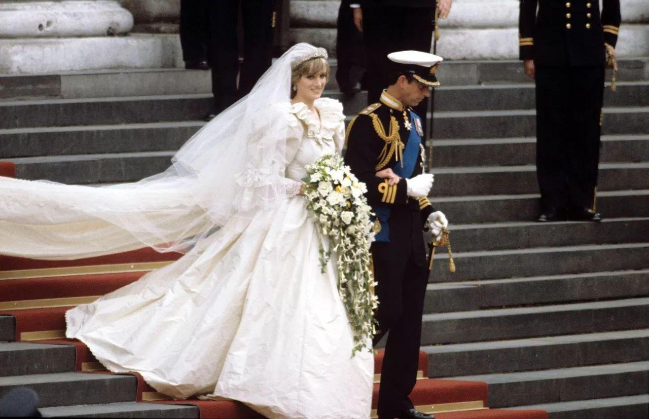 为了致敬戴安娜王妃, 威廉王子与凯特大婚的时候, 米兰达可儿结婚时