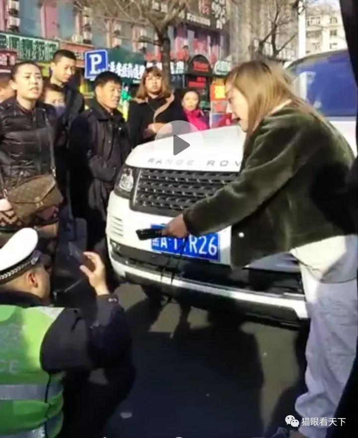 宁明县人大代表到城中镇易地扶贫搬迁安置小区项目视察