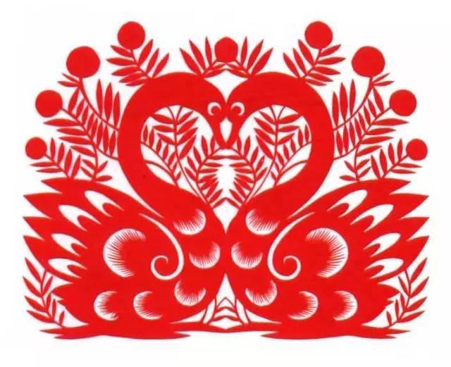 刘静兰作品《草原吉祥》 经过多年的发展与传承,命名了要红霞、刘静兰、孙二林、郑蝴蝶、王红川等5名剪纸艺术大师、十大剪纸艺术家,和30多名剪纸艺术能手。目前,剪纸爱好者已达到3万多人。(内容来自内蒙古旅发委,作者 王文艳,略有删节)