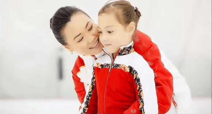 陈露7岁混血女儿接班 代表中国夺花滑亚洲冠军俄罗斯老公支持她