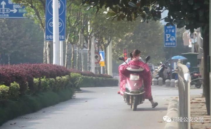 跑男MC福利竞拍, 王祖蓝包下工作人员旅游餐饮, baby直接捐图书馆