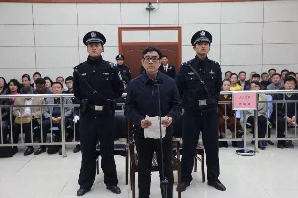 阜阳原副市长梁栋被控受贿235万 为驾驶员索要购房优惠近50万(图/简历