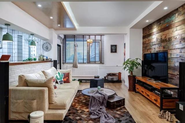 沙发墙矮墙后方,就是半开放式的厨房,文艺精致风格,很适合小年轻图片