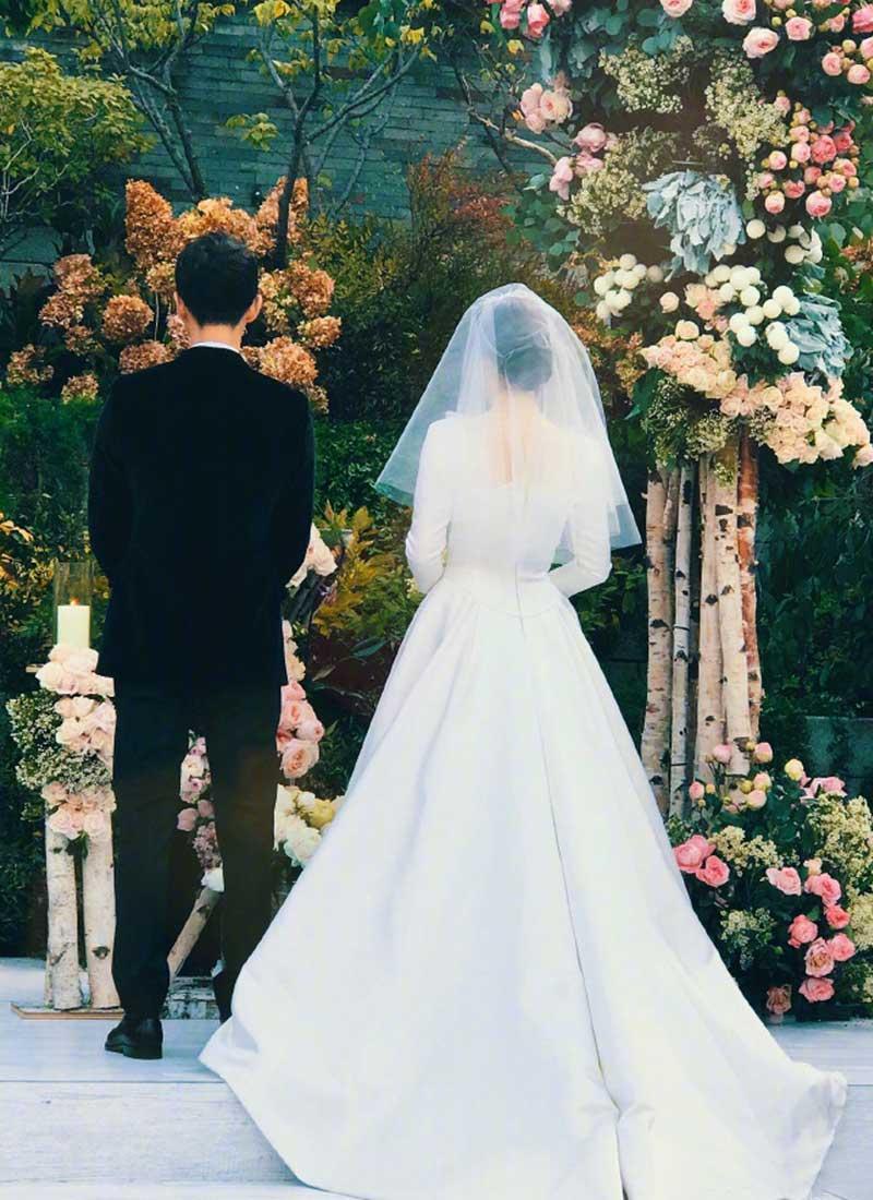 婚纱怎样_婚纱图片唯美