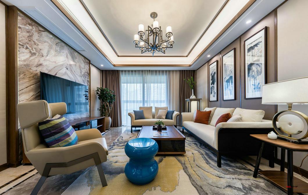 中式的红木家具,选择了现在大家比较喜欢的布艺材质,和部分的皮质沙发