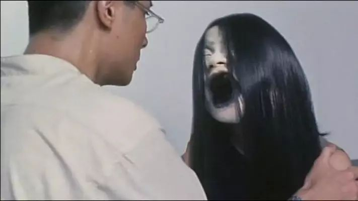 妈妈尸体情色小说_盘点丨香港回归二十年电影「下」:僵尸,情色,恐怖