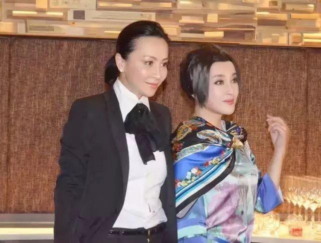 62岁的刘晓庆和52岁的刘嘉玲同台,居然刘晓庆更年轻 为何有的女人