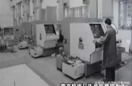 南机工人按照苏联图纸又仿制成功了cg1107型高精度纵切自动车床,加工