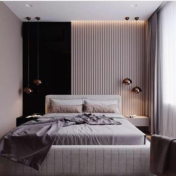 垂直木板条和部分黑色的床头板墙使空间显得非常独特,软垫床让空间