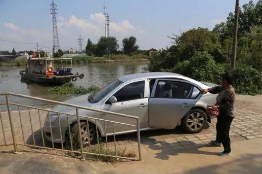 哈萨克斯坦旅游大巴起火致52人遇难,客车逃生这些技巧你都知道吗?