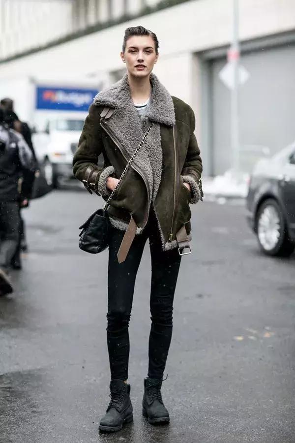 羊羔毛外套,豹纹短靴图片