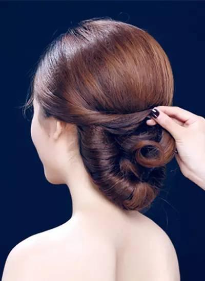 韩式新娘盘发发型步骤图解 打造优雅新娘发型