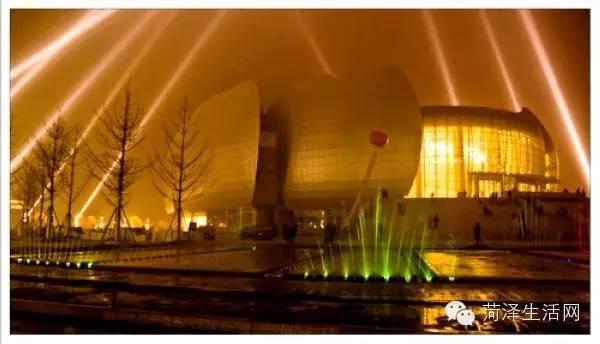 在上海,一家三口多少钱才能活下来?看完扎心了!