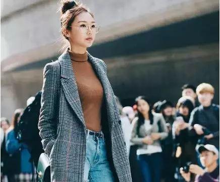 中国人的一天:单亲女孩高中辍学 如今成网红推手
