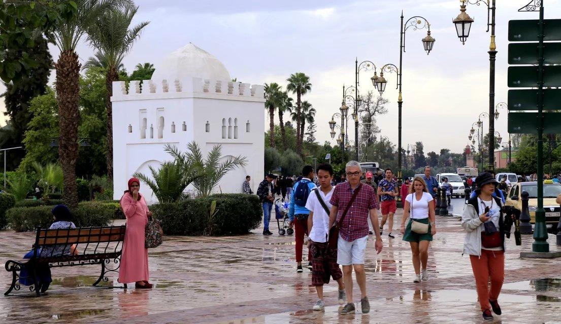 """马拉喀什,演绎中世纪北非城镇风貌的""""红色之城"""""""