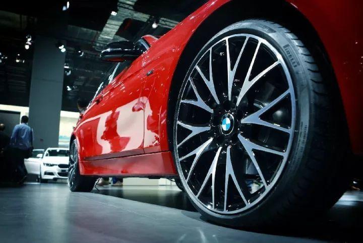 很多人以为汽车的轮胎跟摩托车图片