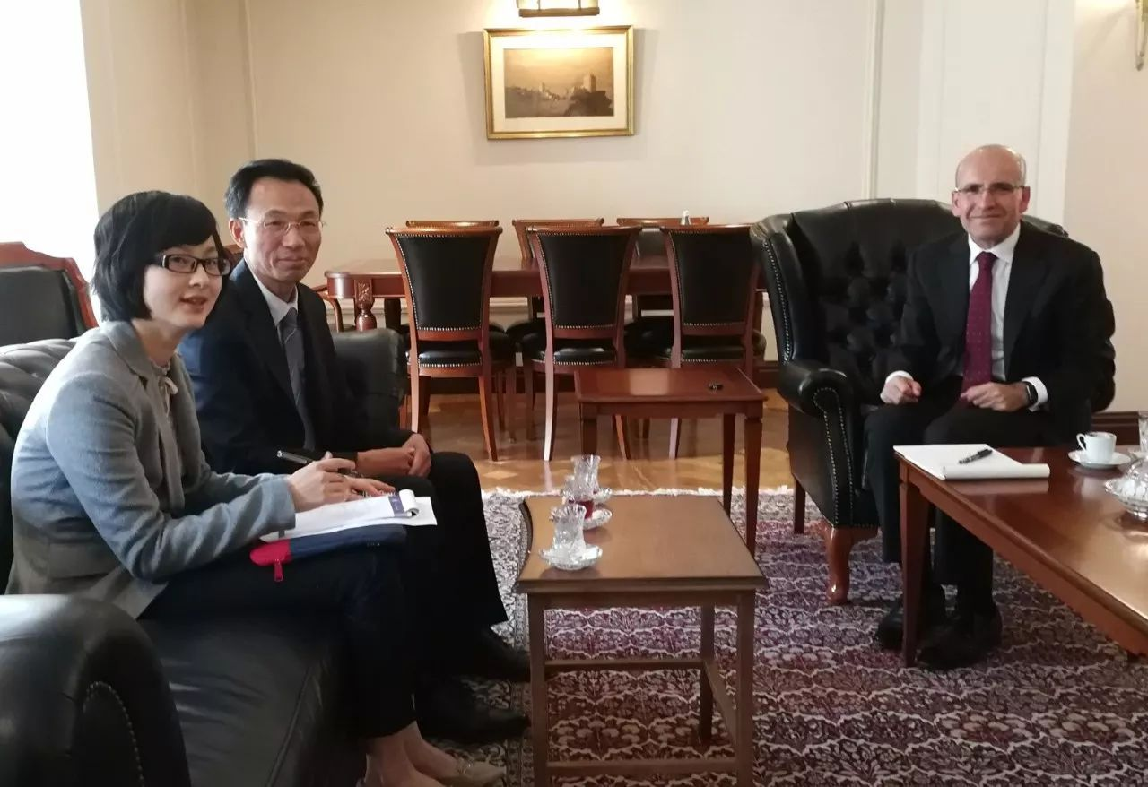 郁红阳大使拜会土耳其副总理西姆谢克