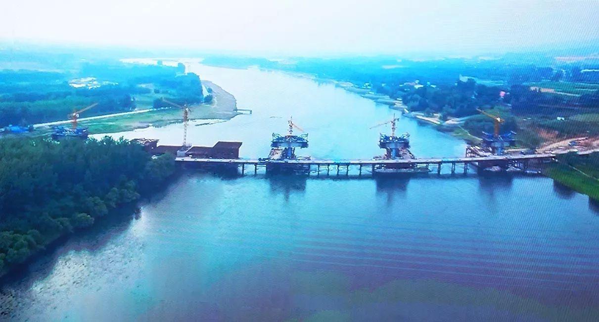 洛��b��8�j�i�ފ8^zx_摄影者早前航拍的洛孟吉特大桥施工场景