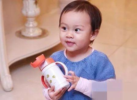 金莎心疼王俊凯却被粉丝怼,这样的私生饭真的是爱偶像吗?