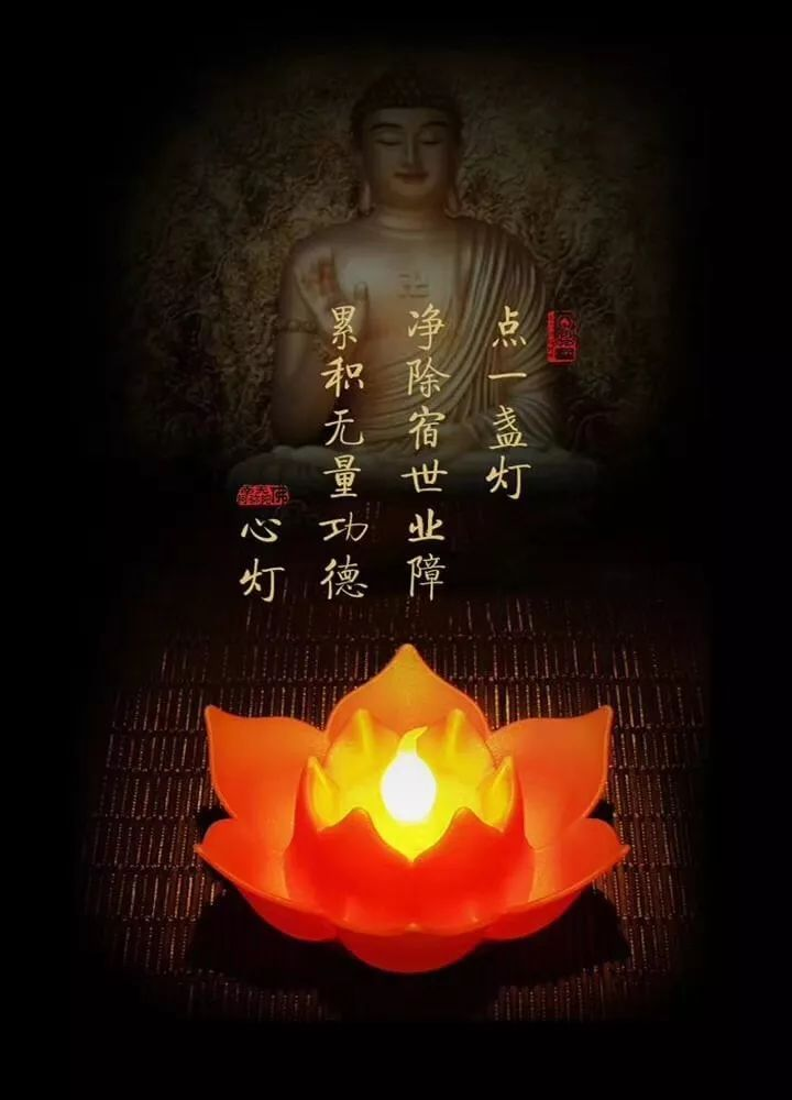 并带领四众弟子逐一点燃摆放在寺院内各个供灯台上的万盏酥油灯,莲友图片