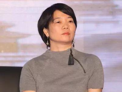 刘诗诗身穿心爱的白毛衣,还是被白百何比下去了