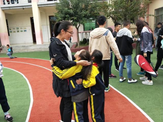 黄圣依杨子与儿子近照,自曝隐婚8年震惊娱乐圈,沉寂两年再产子