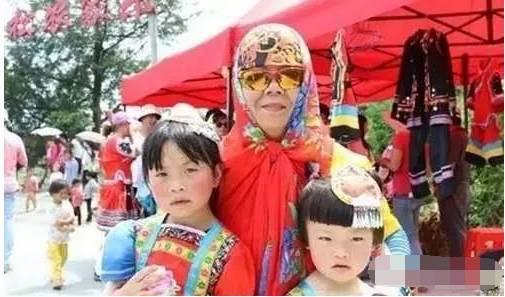 """七夕来袭,中国情人节化身""""相亲日""""引网友热议 商家""""绑架""""单身贵族传统节日变味儿"""