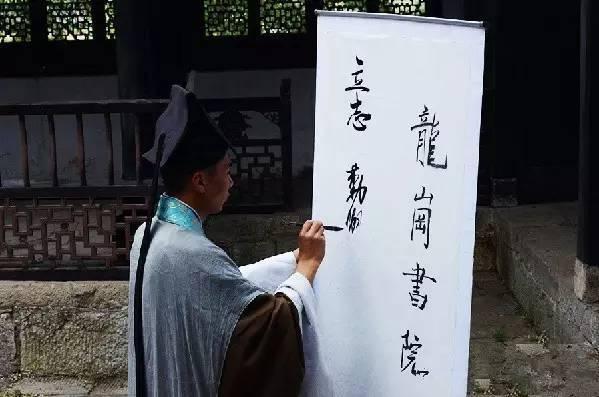 """林州市横水镇一个村庄田里种""""草""""居然发大财!"""