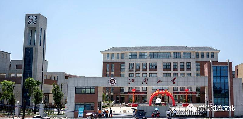 伊宁交警深入伊犁州红旗幼儿园开展道路交通安全知识活动