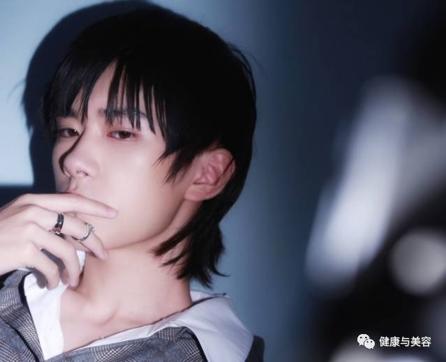 万达娱乐:留长头发的中日韩男明星大PK谁