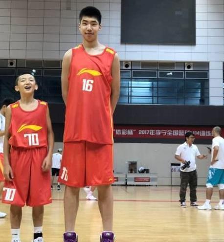 bob在线:篮球天才身高1米58,凭技术强势入选国家队,NBA训练师也连连称赞