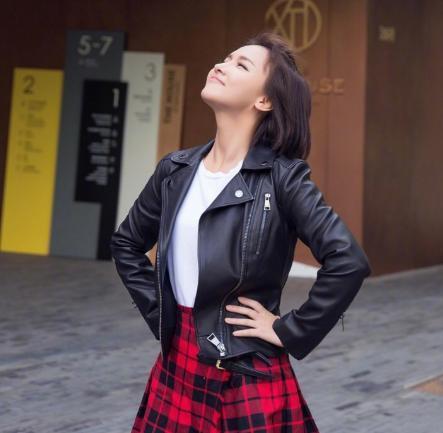 Miss空摆造型玩音乐,网友失望:这波被深深的欺骗了!