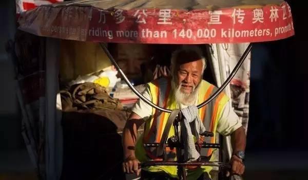 他从快递小哥做起,如今身价1500亿,成为马云最敬佩的人!
