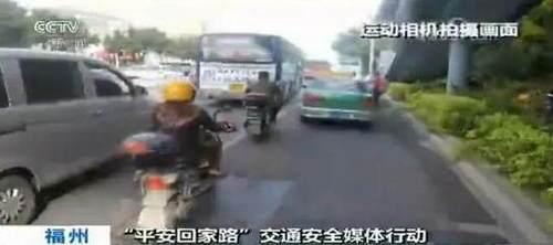 机动车�y`�K�>yJ���n�_自行车在机动车夹缝中生存 央视:谁侵犯了你的路权