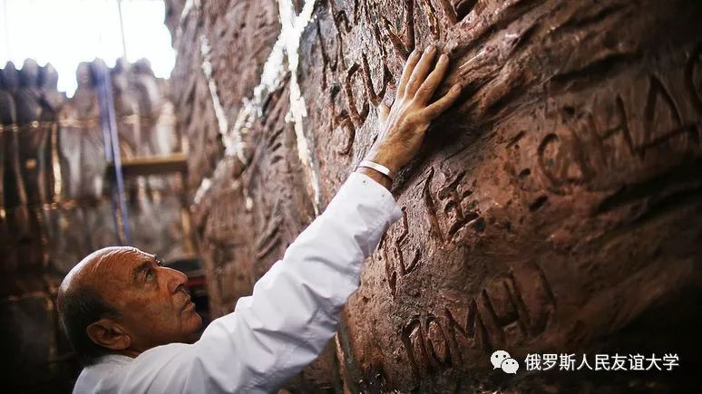 """普京在""""悲伤之墙""""揭幕式上:不允许再次将社会推向危险的对立境地"""