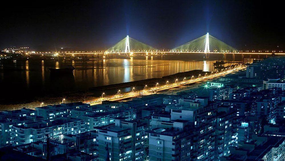 广东 经济总量最大 区域差距_广东最大高尔夫球场