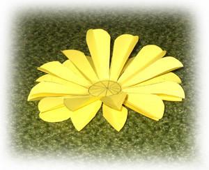 简单,漂亮的幼儿园手工折纸花教程!图片