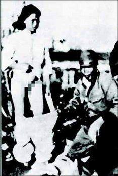 日本逼�9��yl#�+_日本兵强奸妇女后逼其合影