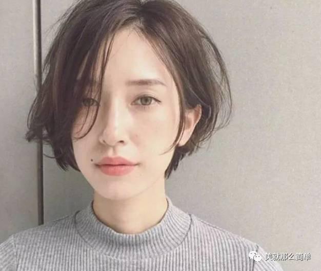 b)内扣中长发发型也很适合头发少的妹子,二八分刘海完美修饰脸型.图片