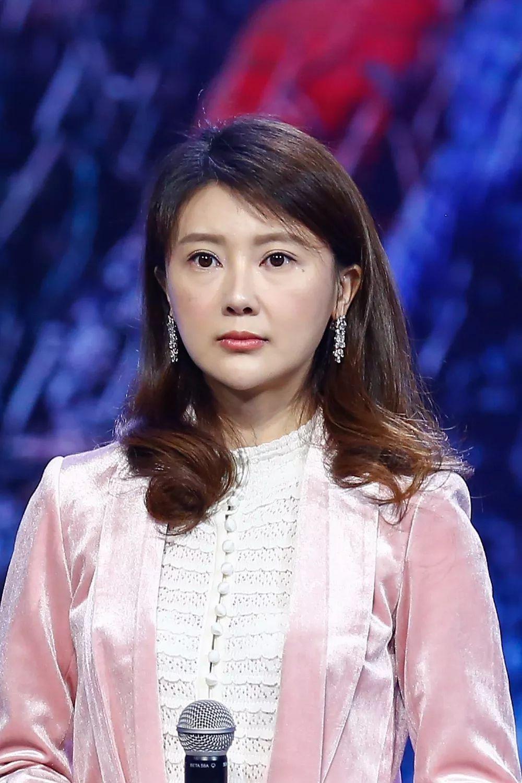 从420亿家财到刷卡只能刷2000,贾跃亭妻子甘薇这一年是怎么过的?