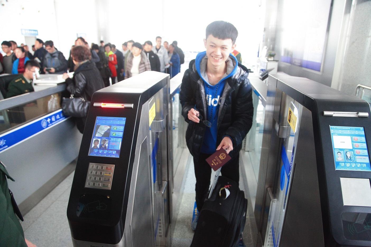 精彩:@威海人以后出行更方便了,城郊公交新线路开通,机场边检自助通道正式启用