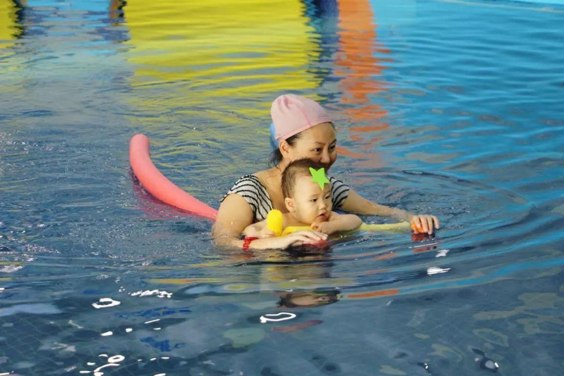 海帆亲子游泳邀请函:宝宝们来玩水咯!