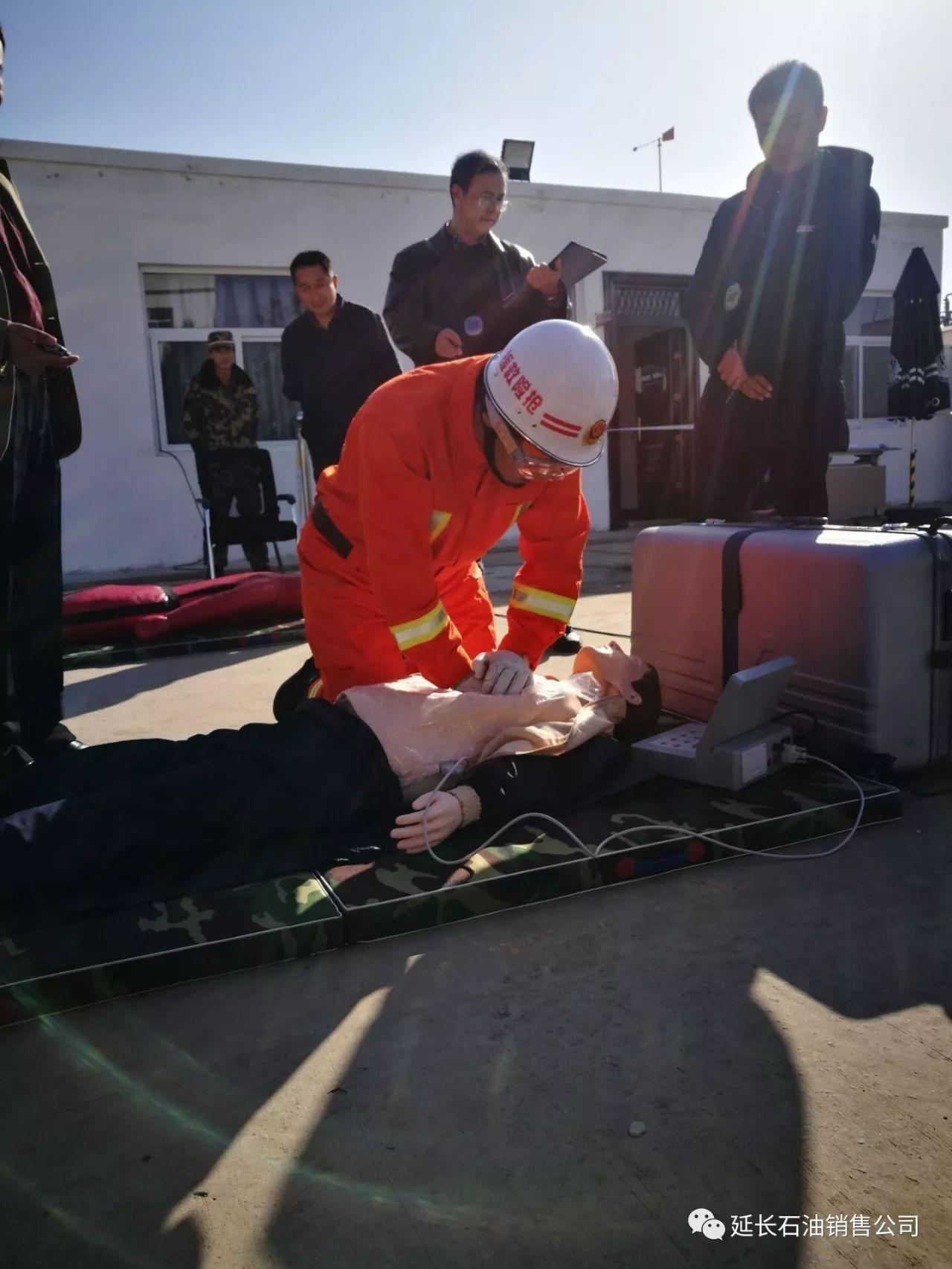 军事 正文  当天下午考核组一行首先对该处消防队参赛人员召开了动员