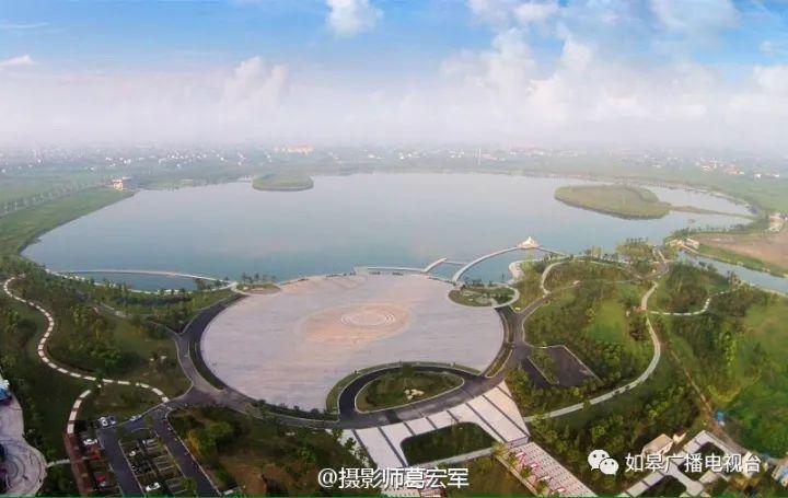 龙游湖风景区位于如皋高新区中心位置,引如皋母亲河龙游河的河水灌