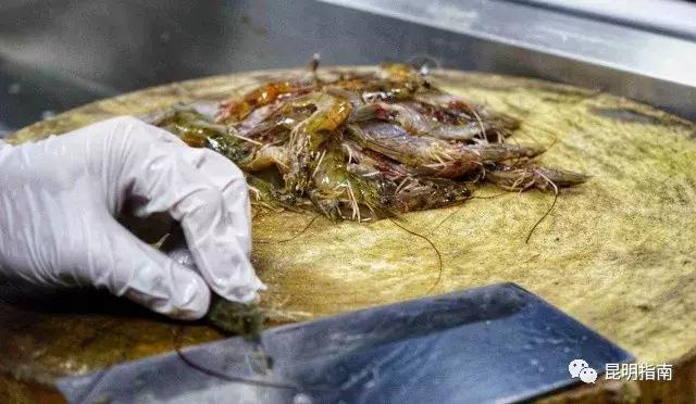 吓土伯在昆明打捞到了鲜美的海鲜,那个大闸蟹美食附近院哈尔滨市五图片