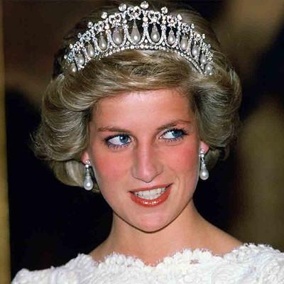 英国戴安娜王妃纪念展览 王妃的珍珠王冠和项链