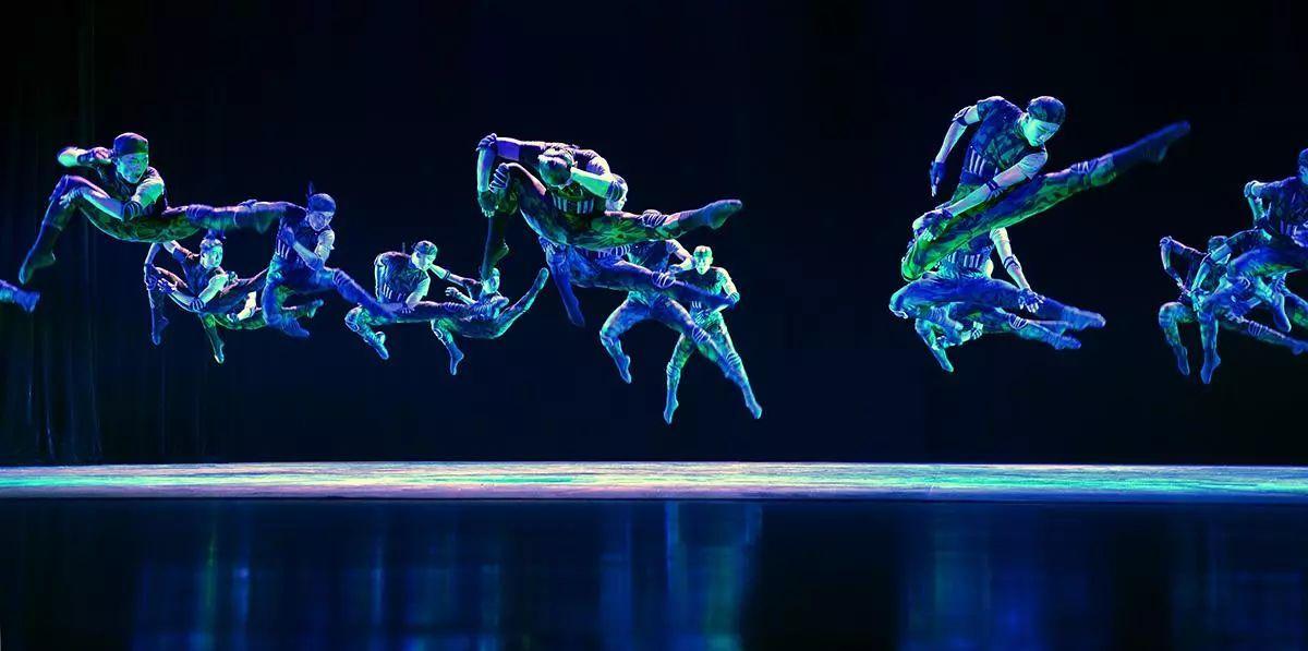 而今秋金秋,我院果子舞团演绎的不是灵动翩飘的古典舞,而是一部透露